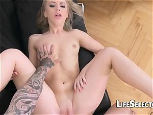 Kira Thorn - ultra-cute platinum-blonde puts her crevices to work