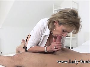 damsel Sonia Gives Her lad A blessed finishing