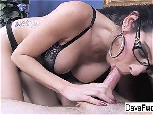 Dava gives a red-hot oral pleasure