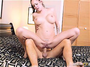 Bad wifey Kelly Summer cheats with a dude motel customer