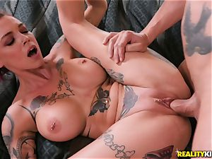 Anna Bell Peaks comes in your living apartment for spunk