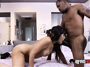 mummy Mercedes Carerra fucked Interracially
