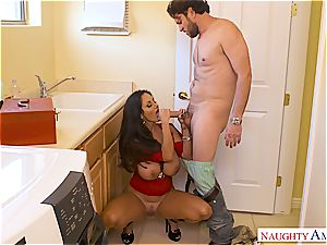 Housewife tempts the plumber