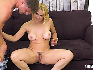 Sarah Vandella smashes on webcam and fucktoys her cootchie to climax