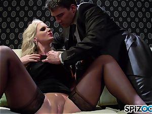 Spizoo - Phoenix Marie get a cute poke by Tony Ribas