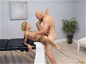 Bonnie Rotten gives the hottest caresses