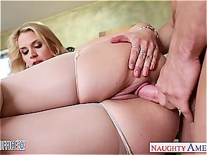 huge-boobed ash-blonde Sarah Vandella plumbing